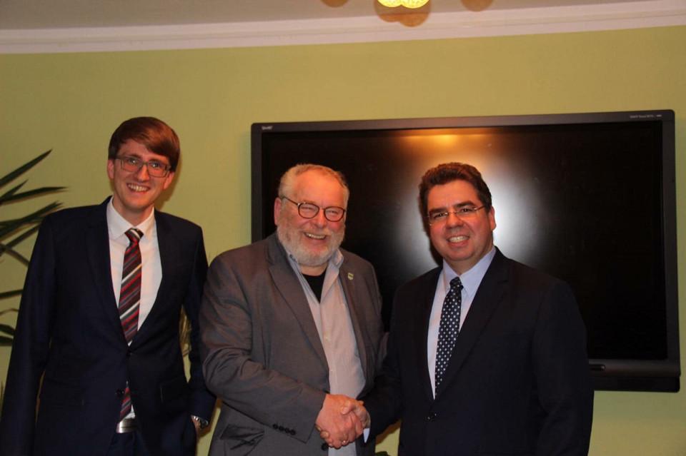 Bürgermeisterkandidat Michael Koch (rechts) mit Wilhelm Garn (mitte)